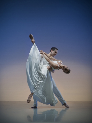 Artists of Rambert Dance Company in Paul Taylor's Roses. Photo: Hugo Glendinning / Rambert Dance Company ©