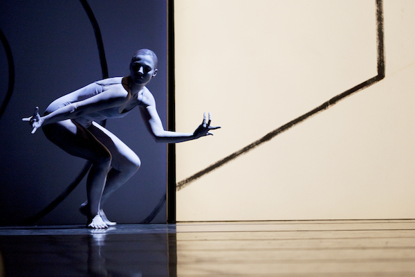 Eva Dewaele in Forsythe's Artifact