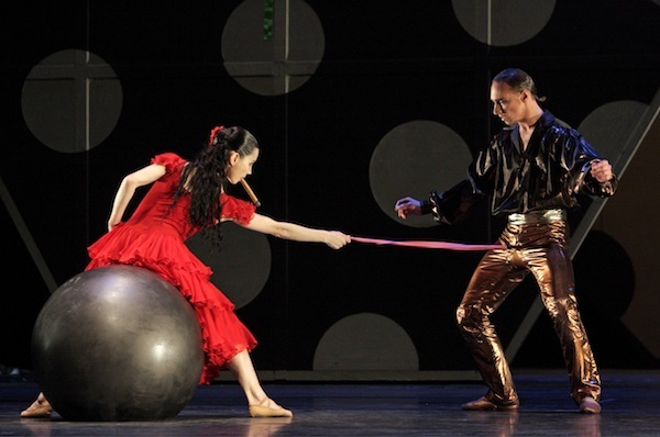Tamara Rojo as Carmen and Bennet Gartside as Escamillo