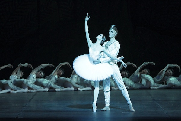 Svetlana Zakharova and Marlon Dino in La Bayadre