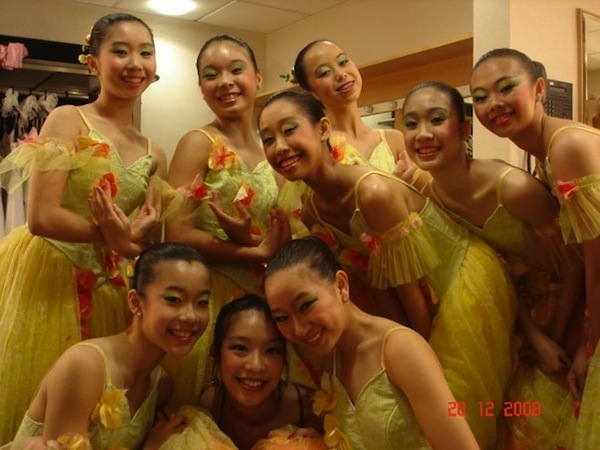 Backstage at SDT's Nutcracker in 2008. Bi Ru: Front row, first left. Min Yi: Back row, second right.  © Ma Yueyun
