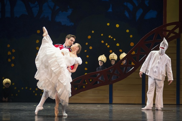 Clara and soldier in the Flowers Waltz, while Pierrot watching (Teele Ude, Shaun Kelly and Allan Clausen)