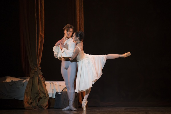 Alban Lendorf as Des Grieux and Alexandra Lo Sardo as Manon