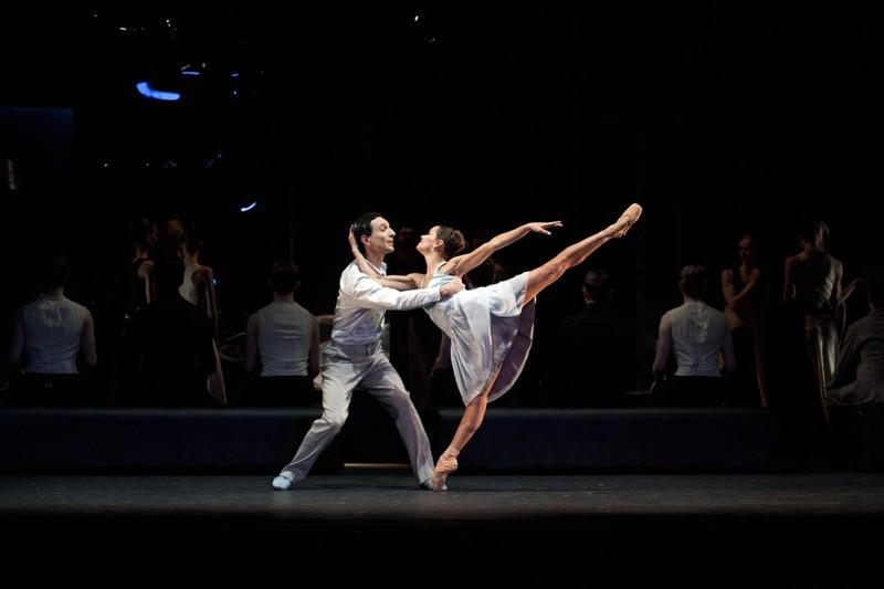 Erik Cavallari as Romeo and Sophie Martin as Juliet