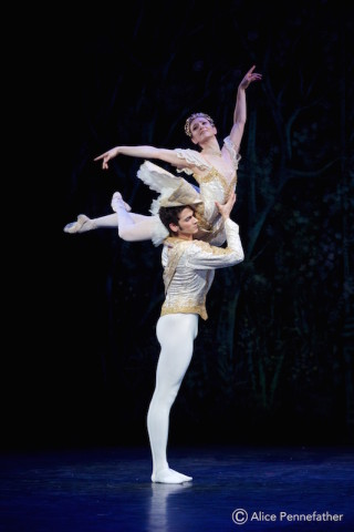 Alejandro Virelles and Alina Cojocaru in The Nutcracker