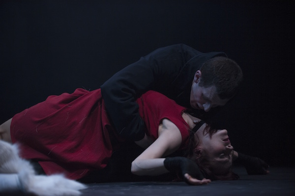 Jonathan Goddard as Dracula and Kristin McGuire as Lucy Westenra.