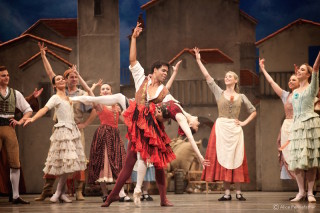 Marianela Nuñez as Kitri and Carlos Acosta as Basilio