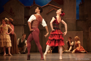 Marianela Nuñez as Kitri and Carlos Acosta as Basilio.
