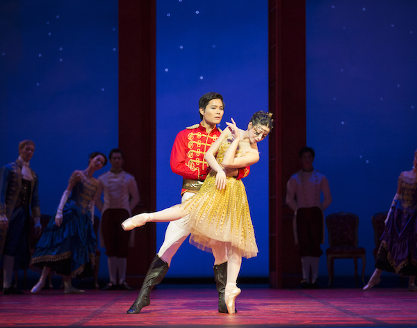 Maia Makhateli as Cinderella and Gyu Choi as Prince Guilleaume - Photo: © Angela Sterling / Het Nationale Ballet