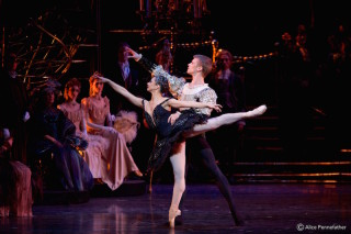 Rupert Pennefather as Prince Siegfried, Roberta Marquez as Odile