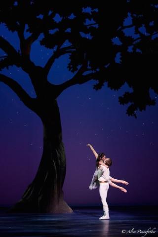 Artur Shesterikov and Maia Makhateli in Cinderella
