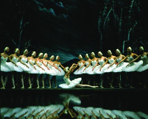 Irina Kolesnikova and Artists of SPBT in Swan Lake - Photo: © SPTB