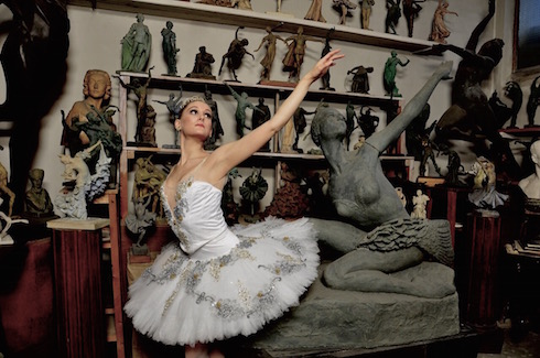 Mariasascha next to a statue of Maya Plisetskaya - Photo: © Olia Manizer