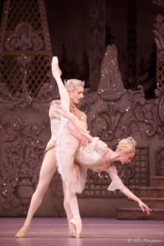 Iana Salenko as the Sugar Plum Fairy and Steven McRae as her Cavalier