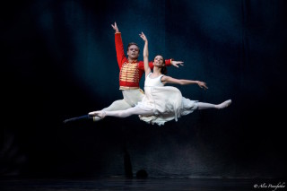 Francesca Hayward as Clara and Alexander Campbell as the Nephew