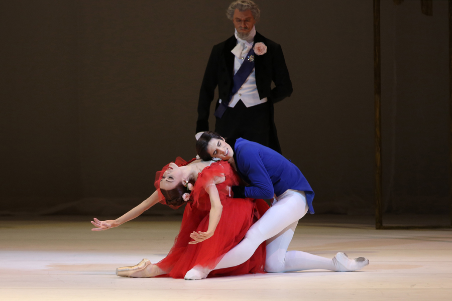 Xander Parish and Ulyana Lopatkina in Marguerite and Armand