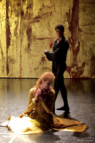 Zenaida Yanowsky and Carlos Acosta in Will Tuckett's Elizabeth