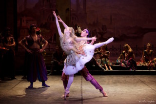 Ksenia Ovsyanick and Jinhao Zhang in Le Corsaire