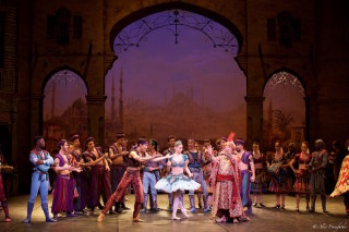 Laurretta Summerscales as Medora and Artists of English National Ballet in Le Corsaire