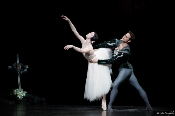 Natalia Osipova as Giselle and Matthew Golding as Albrecht