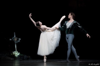 Natalia Osipova as Giselle and Matthew Golding as Albrecht