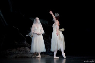 Natalia Osipova as Giselle and Tierney Heap as Myrtha