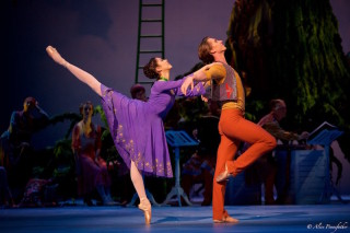 Beatriz Stix-Brunell as Perdita and Vadim Muntagirov as Florizel