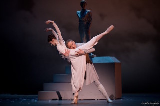 Bennet Gartside as King Leontes and Marianela Núñez as Hermione in Wheeldon's The Winter's Tale