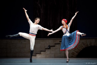 Igor Tsvirko as Philippe and Ekaterina Krysanova as Jeanne in Flames of Paris