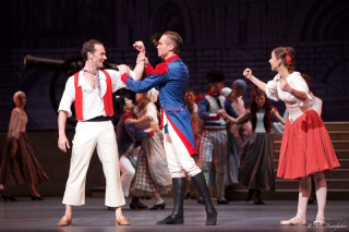Vyacheslav Lopatin as Jerome, Kristina Kretova as Jeanne in Flames of Paris