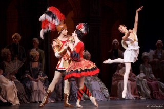 Anna Tikhomirova as Mireille de Poitiers and Artem Ovcharenko as Antoine Mistral