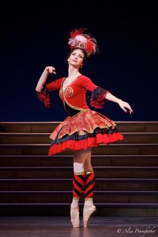 Anna Tikhomirova as Mireille de Poitiers