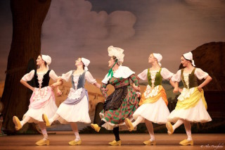 Jonathan Howells as Widow Simone and Artists of The Royal Ballet in La Fille Mal Gardée