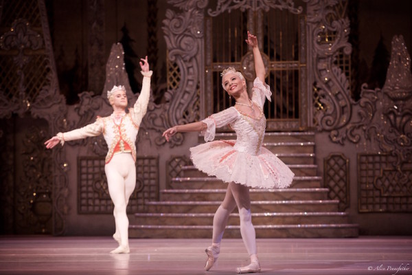 Francesca Hayward as the Sugar Plum Fairy and Alexander Campbell as her Cavalier.