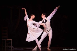 Federico Bonelli and Francesca Hayward in Manon
