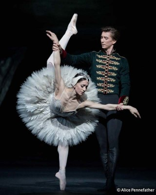 Marianela Núñez as Odette and Vadim Muntagirov as Prince Siegfried in Liam Scarlett's Swan Lake