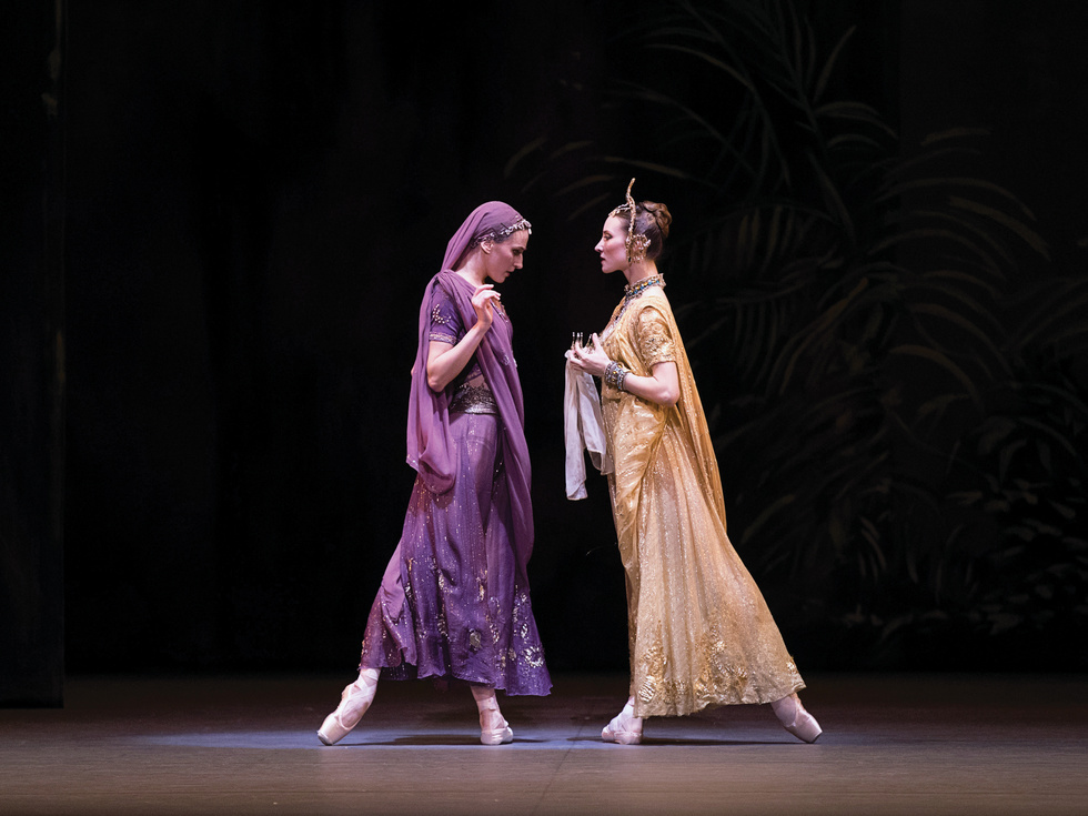 Devon Teuscher and Christine Shevchenko as Nikiya and Gamzatti in La Bayadère