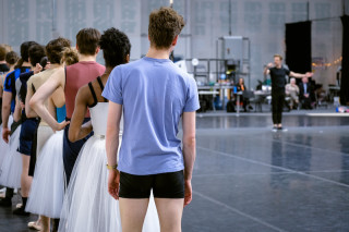 Christopher Wheeldon gives instructions to Artists of English National Ballet